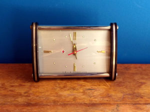 Vintage Diamond Shanghai China Table Alarm Clock