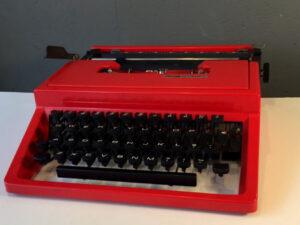 Red Vintage Typewriter Olivetti Lettera 31