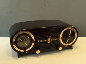 Vintage Bakelite Zenith De Luxe Tube Radio