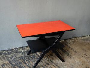 Mid Century Τραπέζι Μαύρο Με Κόκκινη Φορμάικα