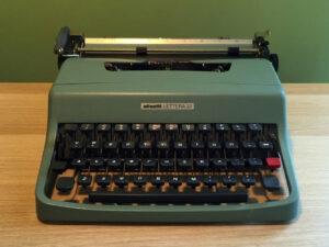 Γραφομηχανή Olivetti Lettera 32 Με Ελληνικά Στοιχεία
