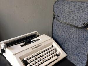 Λειτουργική Γραφομηχανή Olivetti Lettera 20 Με Τσάντα Μεταφοράς