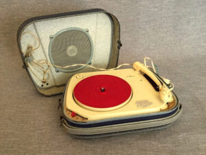 Oscar Teppaz, Vintage, Running Portable Vinyl Player