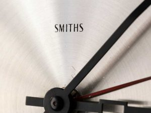 Retro Ηλεκτρικό Μαύρο Βρετανικό Ρολόι Τοίχου Smiths '60s