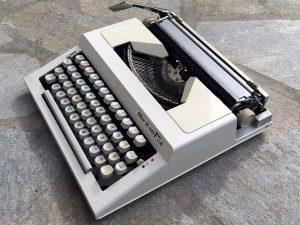 Vintage Typewriter, Maritsa 30 On Greek Characters.