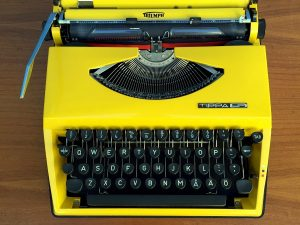Rare Yellow Triumph Tippa S Typewriter With Finnish Characters